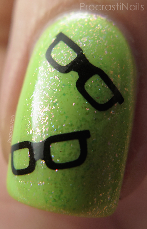 Nail art featuring eyeglasses from water decals