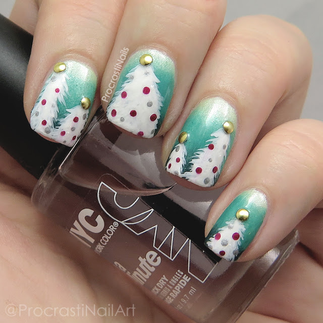 Christmas tree nail art on a green gradient background
